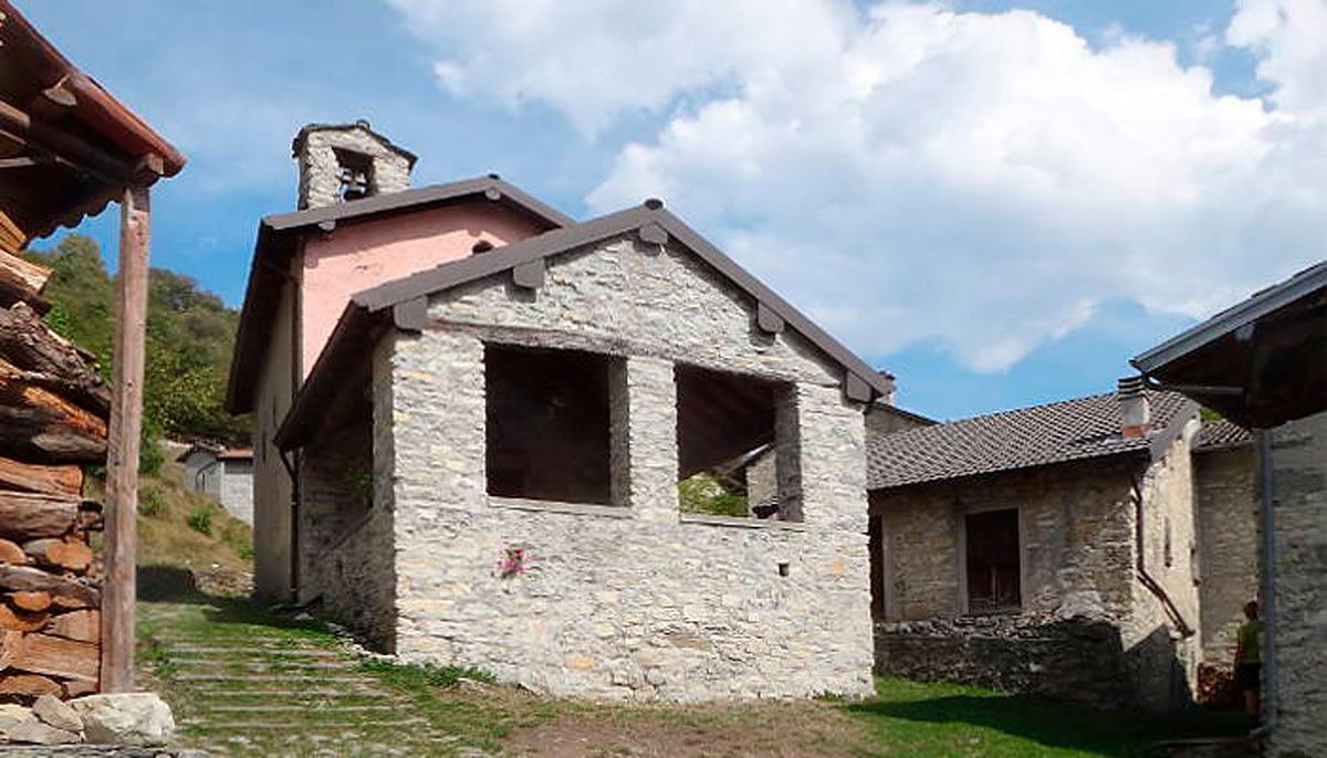 Chiesa di Sant'Anna a Corniga, Colonno